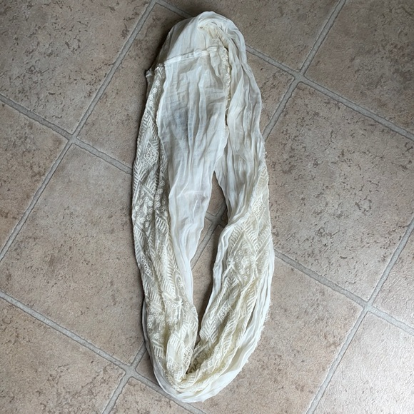 NWOT cream color scarf